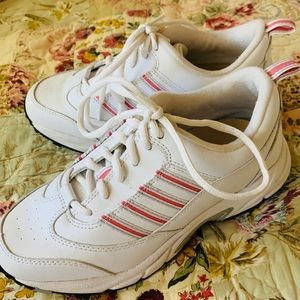 NEW Leather Drew athletic shoe. Size 7M.